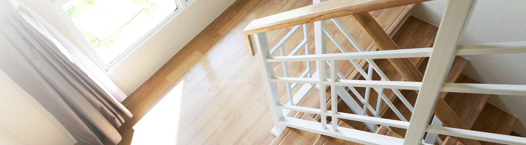 Neuer Look für alte Treppen. Treppenrenovierung mit über 20 Dekoren.